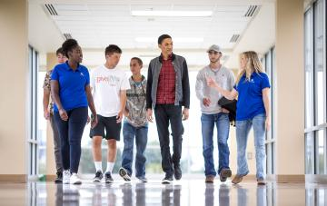 photo of students at New Student Orientation taking a tour of the campus