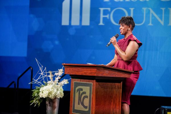 Keondra Doyle Hampton addresses the crowd gathered at the Annual Vision Dinner